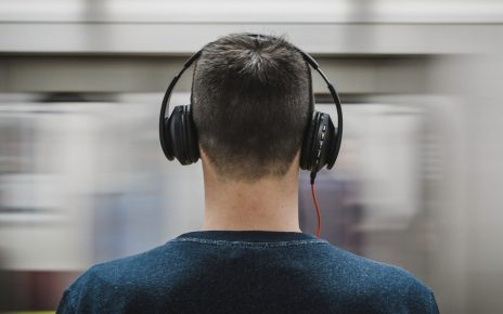 Traveling Headphones - What Should You Look for?