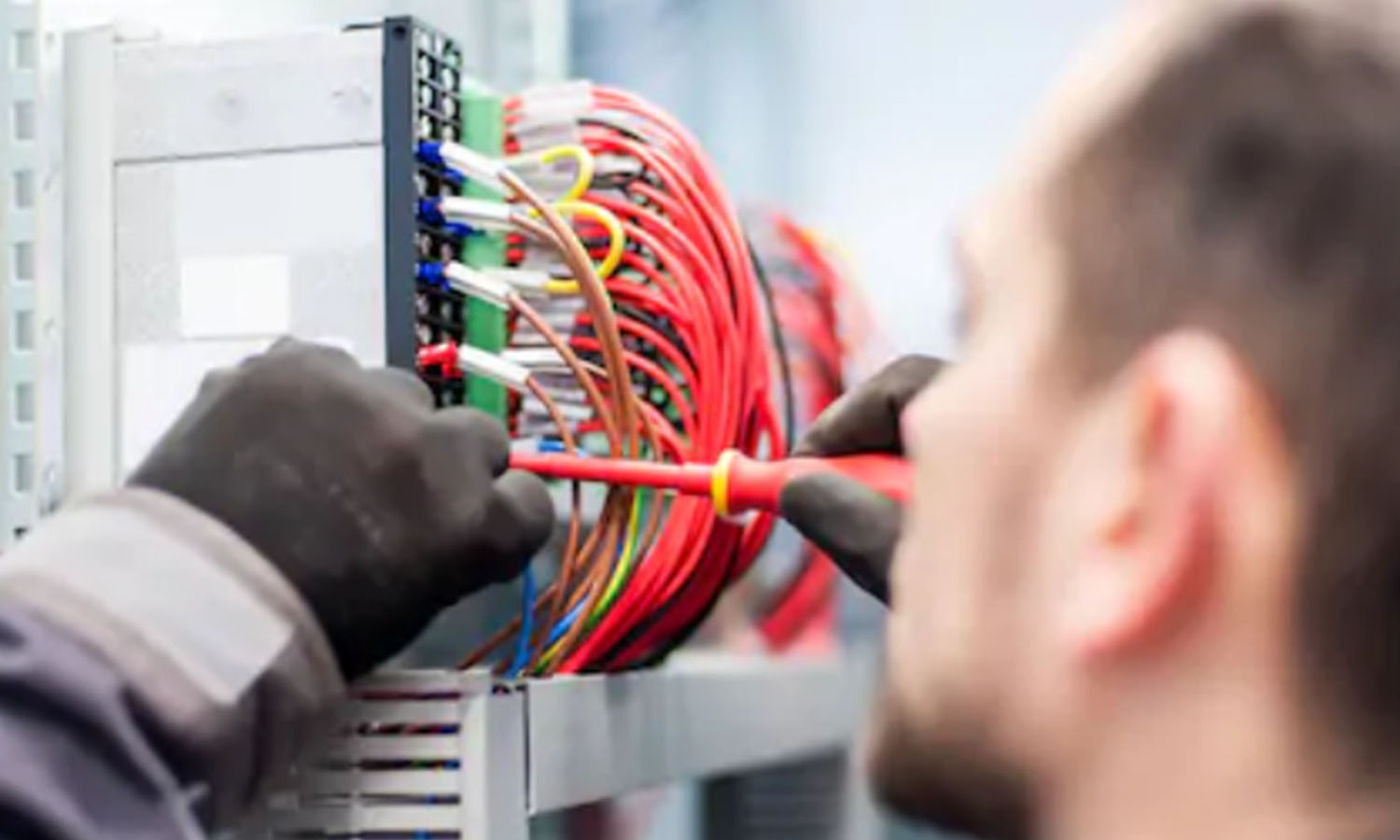 7 Types of Electricians