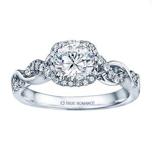 The Right Way to Wear an Engagement Ring